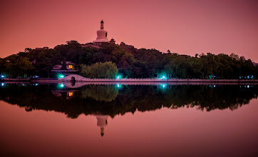 Photo: 北海公园 Beihai Park  I had another lovely, warm evening in Beijing. There was not much of a sunset, but the smog/pollution makes the light so strange as the sun sets. It reminds me of those really unusual skies you get after a volcanic eruption.