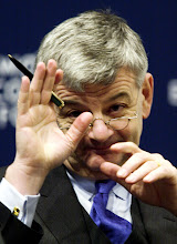 Photo: DAVOS/SWITZERLAND,27JAN01 - Federal Vice-Chancellor and Minister of Foreign Affairs of Germany Joschka Fischer gestures during a session entitled 'Redefining the Role of Government in the 21st Century' at the Annual Meeting 2001 of the World Economic Forum in Davos, January 27, 2001. Byline: swiss-image.ch/Photo by Remy Steinegger NO RESALES, NO ARCHIVES