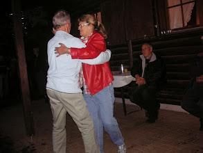 Photo: Tango Max und unsere Gönnerin Theres Peyer wagen ein Tänzchen