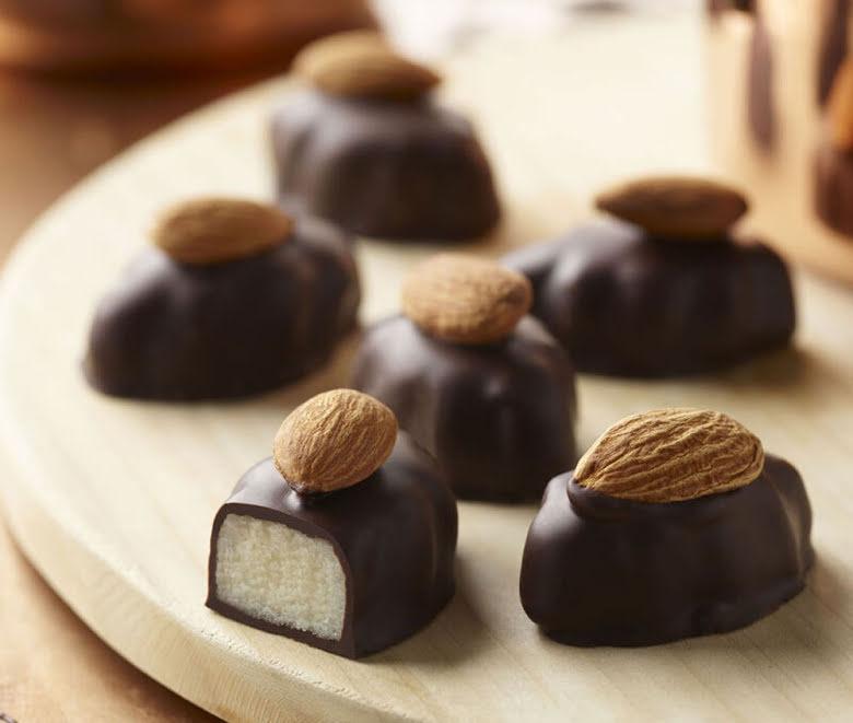 Mörk chokladpralin med mandel & marsipan - Thorntons