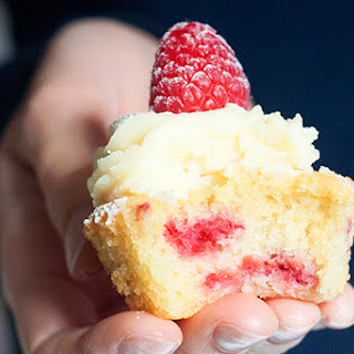 Dreamy White Chocolate & Raspberry Cupcakes
