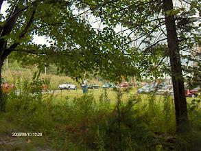 Photo: Le site à travers les branches