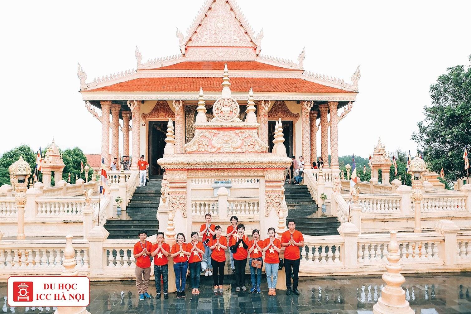 ICC Hà Nội đi thăm làng văn hóa dân tộc