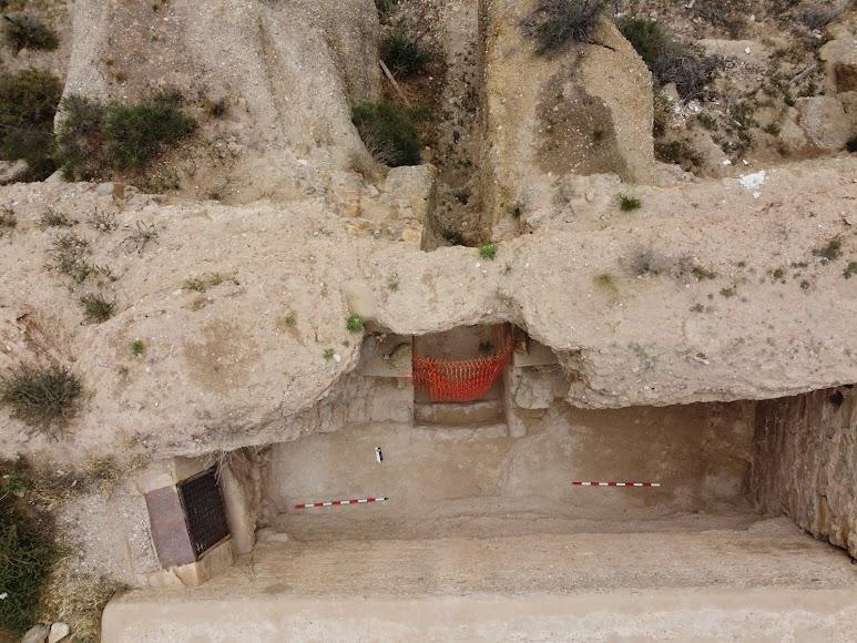 Excavación culminada en la puerta de la Alcazaba