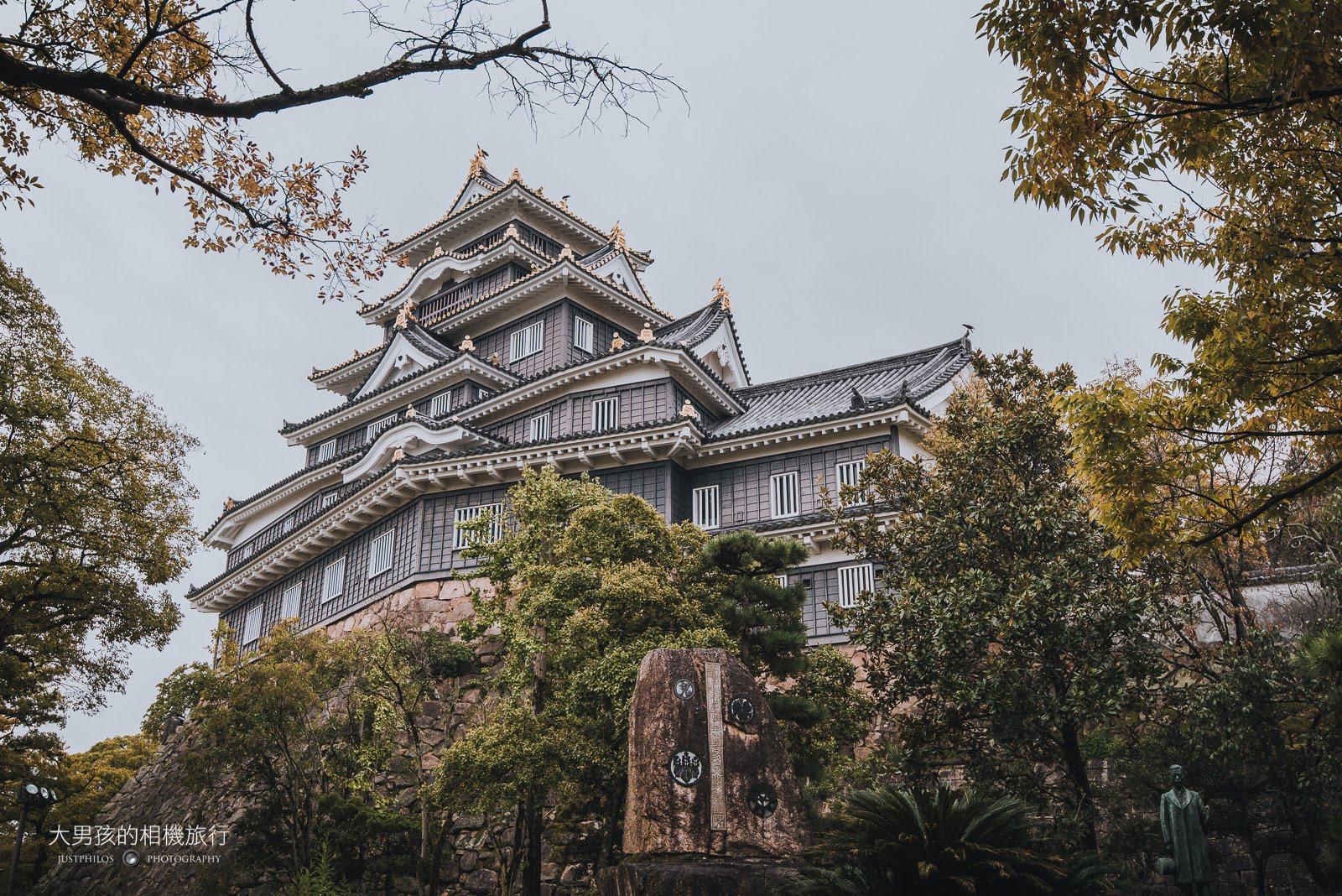 因為天氣不好的關係岡山城看起來失色許多,如果天氣好應該相當美。