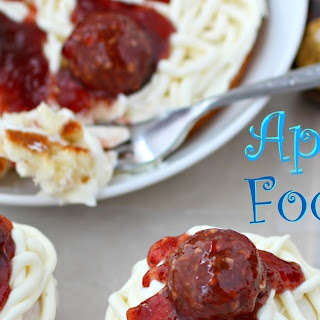 April Fool's Day Spaghetti & Meatballs Cupcakes.