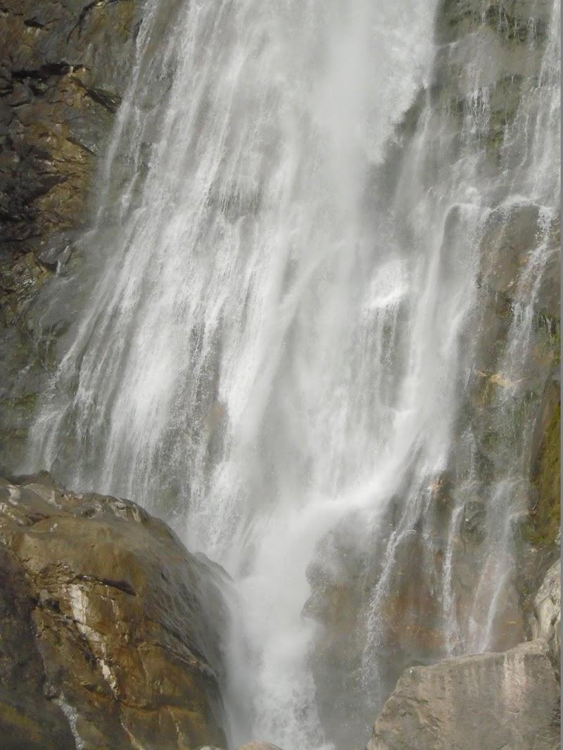 Cascata impetuosa di joysphoto
