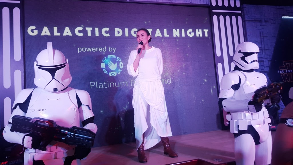 GLOBE GALACTIC DIGITAL NIGHT HOST ISSA LITTON DONNING HER PRINCESS LEIA COSTUME