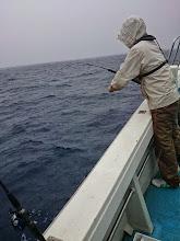 """Photo: 大雨の中、""""ウチヤマさん""""フィーッシュ!"""
