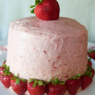 Fresh Strawberry Buttercream Frosting Cake