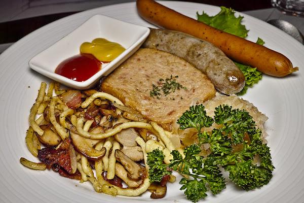 捷運東門站 歐嬤烏蘇拉德式料理,德國豬腳,德國香腸,永康街美食,德國經典料理餐廳