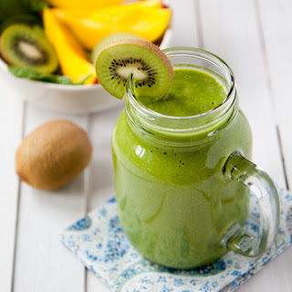 Mango Kiwi And Spinach Smoothie.