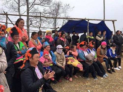 Đỉnh Đèo Pha Đin tưng bừng hội xuân của người Mông - 4