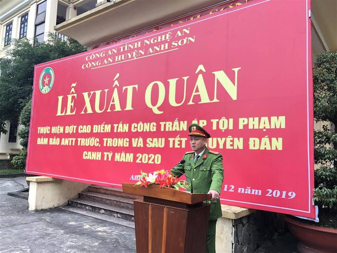 Thượng tá Nguyễn Hồng Tuyến - Ủy viên Ban Thường vụ Huyện ủy, Bí thư Đảng ủy, Trưởng Công an huyện phát biểu tại buổi lễ
