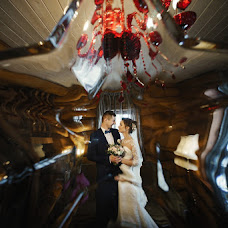 Wedding photographer Dmitriy Shumeev (wedmoment). Photo of 10.04.2018
