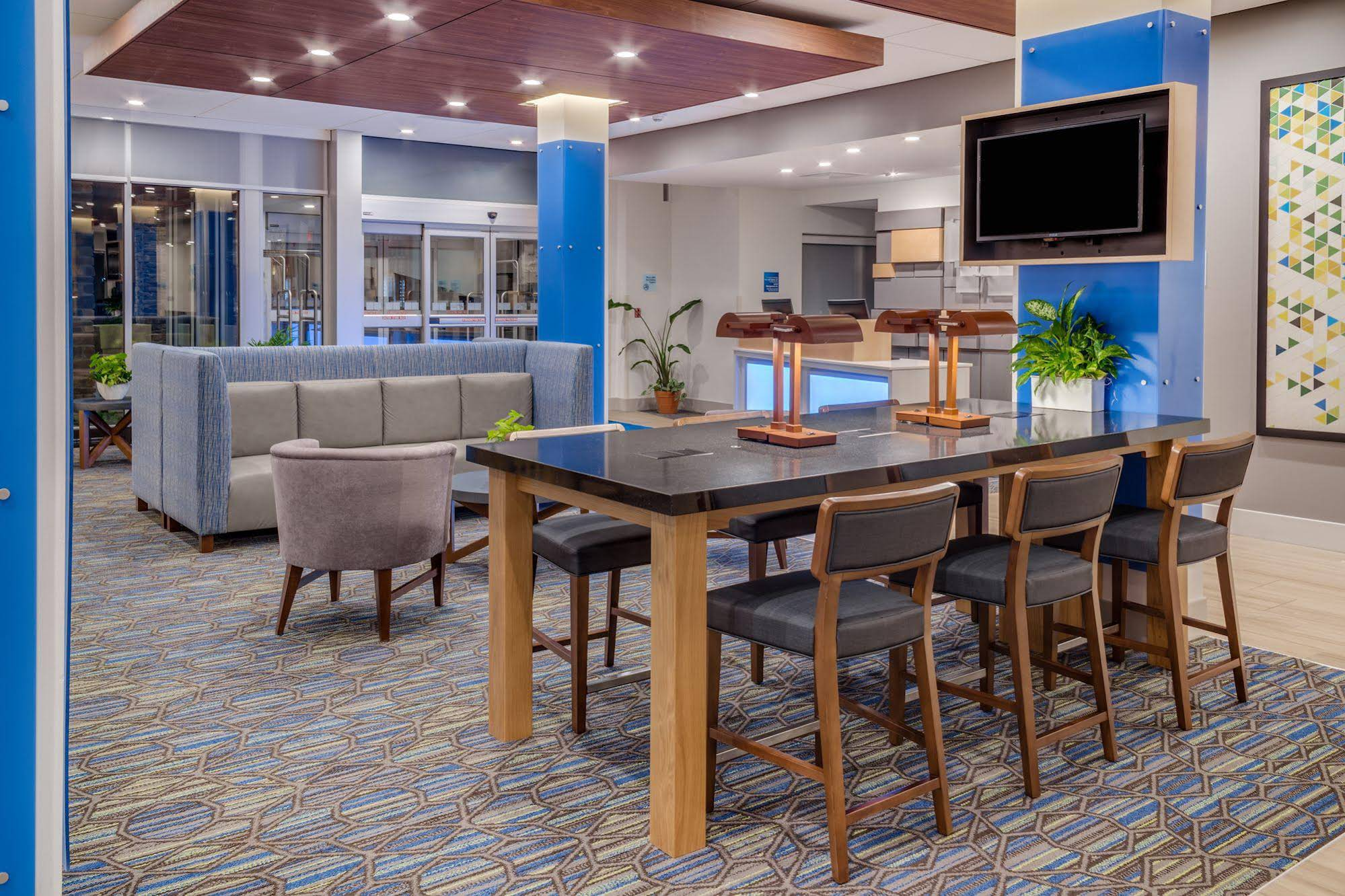 Holiday Inn Express and Suites Rice Lake