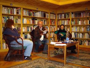 Photo: Pintér Tibor író olvas fel Aranyhalöböl c. novellás kötetéből.