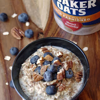 Easy Overnight Oats Recipe with Blueberries, Pecans and Flax Seeds.