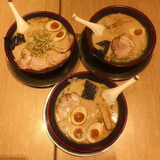 麵條像是很Q的泡麵 蠻喜歡的👍 湯頭一開始很濃郁 吃到最後會膩又鹹⋯⋯ - #東京豚骨拉麵 NT190 #東京豚骨黃金蛋拉麵 NT220 #超值東京豚骨拉麵 NT270