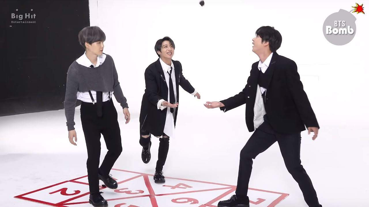 Bts jinkook and Suga playing behind the scene