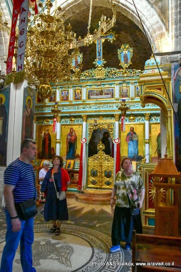 Индивидуальная экскурсия с гидом в Израиле Светланой Фиалковой в верхней церкви Православного монастыря Св. Герасима Иорданского.