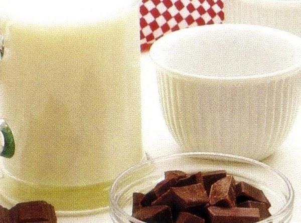 Stir sugar and cornstarch together in a 1-quart glass measure.
