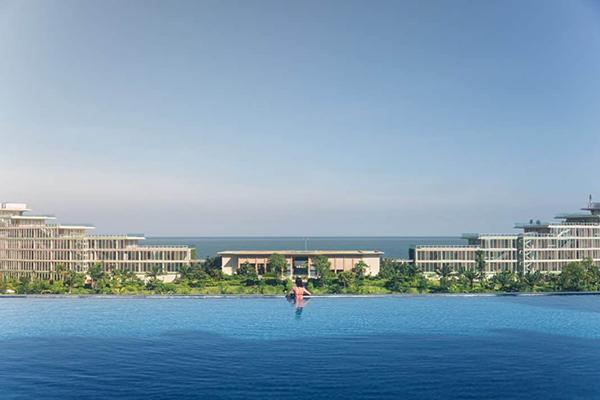 Hồ bơi vô cực FLC Grand Hotel Hạ Long
