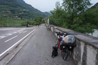 Photo: Dziś zupełnie nie mam ochoty na jakiekolwiek zwiedzanie miast, więc szybko omijam Bolzano ościennymi dzielnicami.