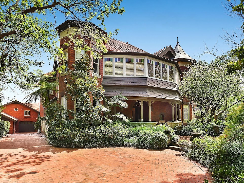 30-32 Bradleys Head Road, Mosman, NSW, sold for $15.5 million in November 2016