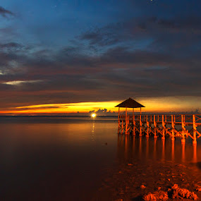 PASIR PUTIH by Alfon Adalah Klepon - Landscapes Sunsets & Sunrises ( port, blue hour, indonesia, sunset, beach )