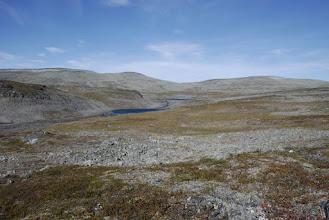 Kuva: Tauon jälkeen matka jatkui, ja jossain sopivassa kohti siirryin taas joen itäpuolelle. Taustalla Leattan ja Aldorassan.