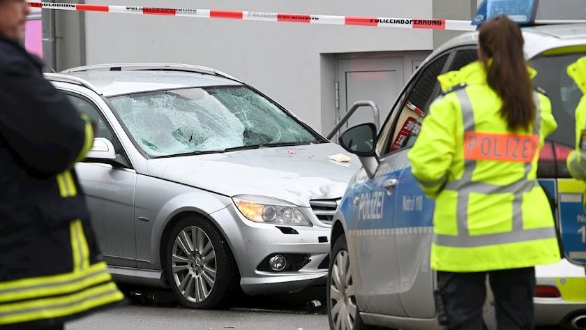 La Policía interviene en el lugar del atropello.