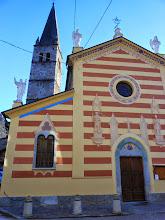 Photo: La bella Chiesa parrocchiale con campanile a Paschero dedicata a S.Giovanni Battista.