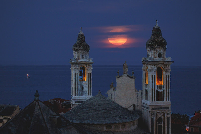 Luna rossa. di Naldina Fornasari