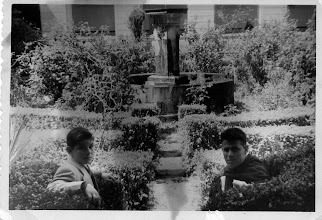 Photo: Colección de Maxi Trapero.Con mi primo Arturo lego