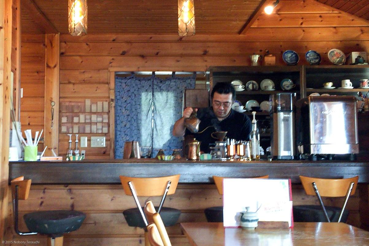 マスターが丁寧にいれるハンドドリップコーヒー