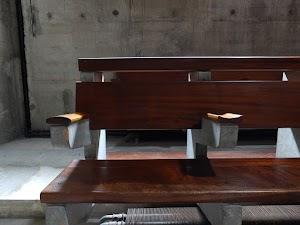 La Tourette - kościelne ławki