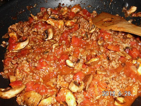 Place garlic and onion in skillet, add beef and remove sausage from casing and...