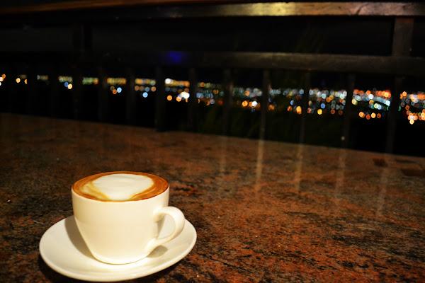 岳家庄夜景咖啡廳 循小路前往看夜景