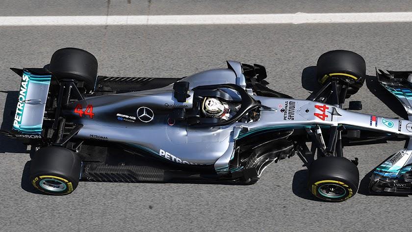 Mercedes domina el día de entrenamientos en el GP de España