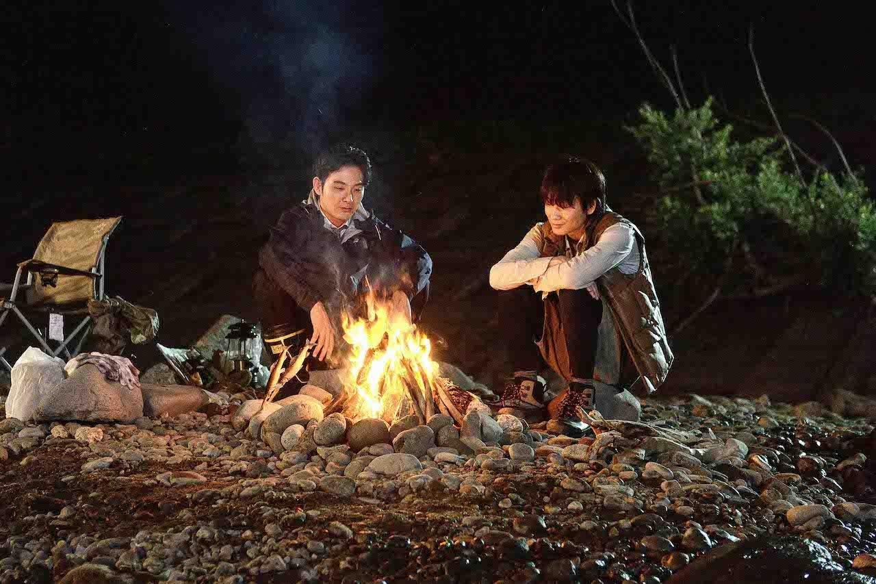 綾野剛 《 影裏 》與 松田龍平 戲裡戲外發展超友誼關係