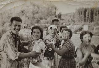 Photo: La Jira. Bailando en los muros. Proveedor: Paula Ventureira. Año: 1953.
