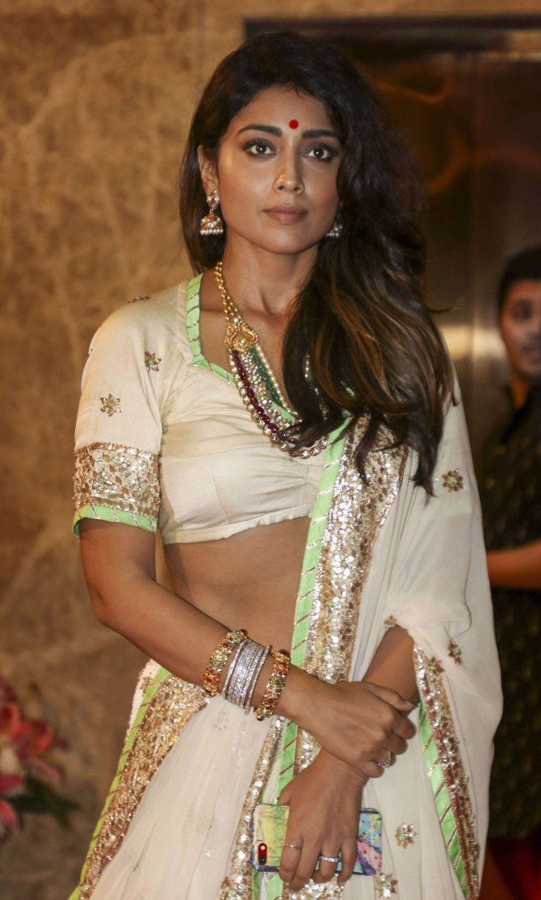 Shriya Saran lowcut blouse Navel Queens