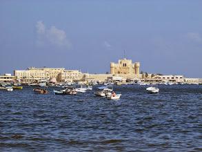 Photo: la fortaleza de qaytbay. desde algún lugar cercano, el faro de alejandría guió a los barcos por primera vez. dicen que sus restos están bajo el agua. estaba ubicado en la isla de faros, que ya no existe como tal.
