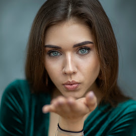 beauty by Christoph Reiter - People Portraits of Women ( beauty, girl, blue eyes,  )