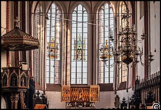 """Photo: Der Dom von Bardowick bei Lüneburg Die farbigen Glasfenster sind aus dem 19. Jahrhundert. In der Mitte das Fenster mit den Namensgebern des Doms: """"Peter"""" und """"Paul""""."""