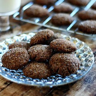 Gluten-Free Vegan Gingerbread Cookies (Vegan, Gluten-Free, Dairy-Free, Egg-Free, Paleo-Friendly, No Refined Sugar).