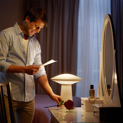 Philips Hue Phoenix Table house scene}}