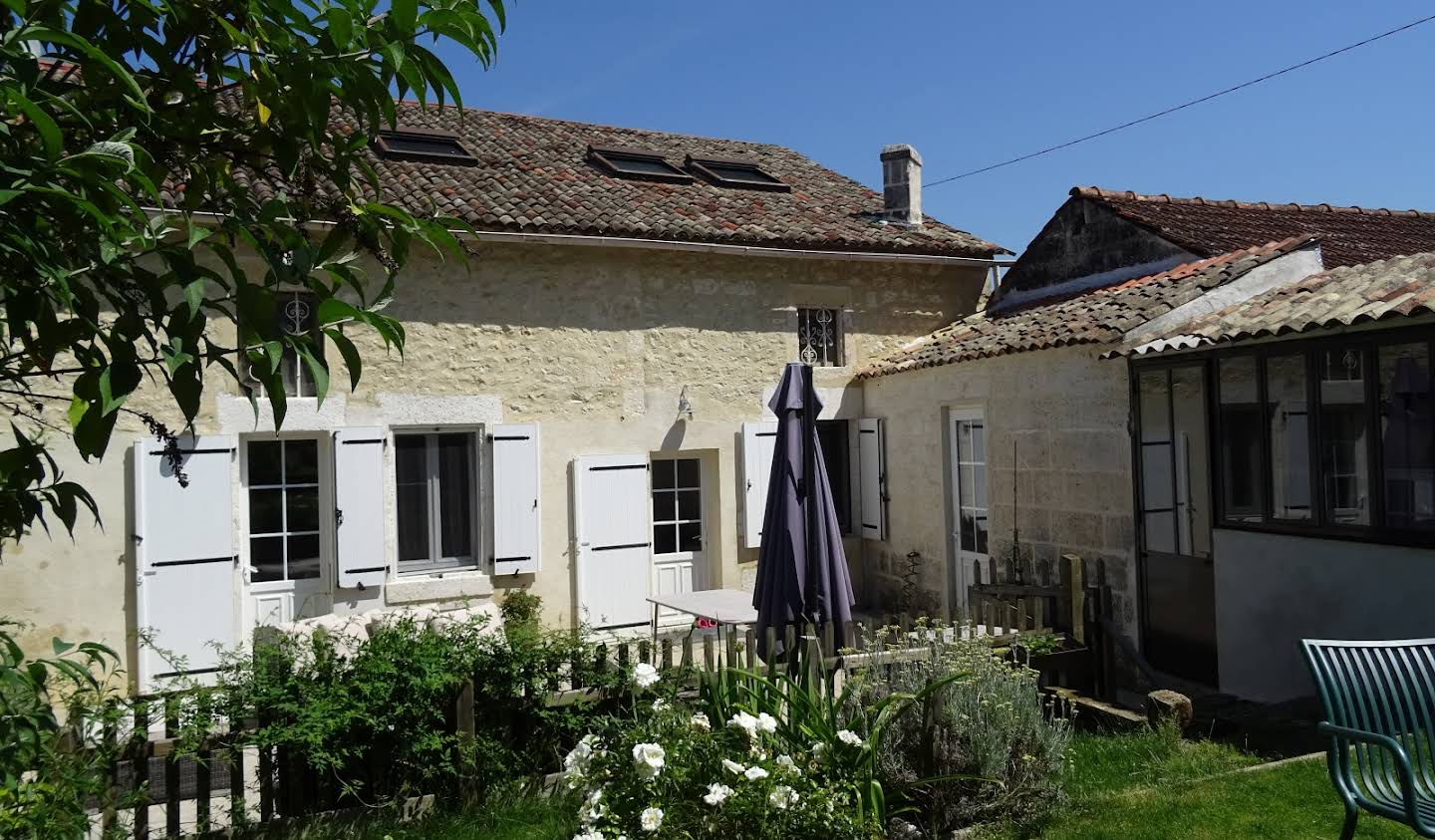 House with pool and garden Angouleme