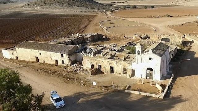 Vista cenital del cortijo ubicado en Níjar.
